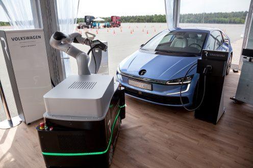 新高尔夫?大众新电动车续航400公里/附充电机器人