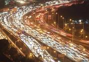 资料图:大批车辆行驶在南京一处高架桥上。 <a target='_blank' data-cke-saved-href='http://www.chinanews.com/' href='http://www.chinanews.com/'><p align=