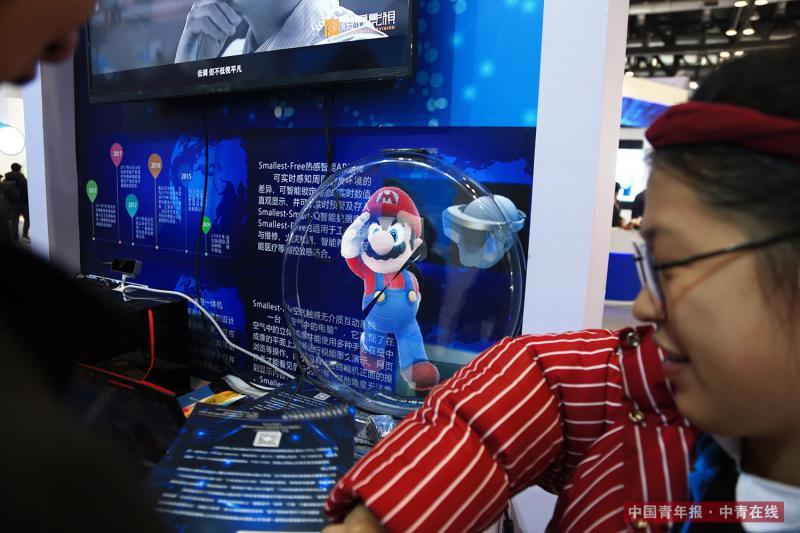 12月9日,立体全息投影产品。中国青年报·中青在线记者 赵迪/摄