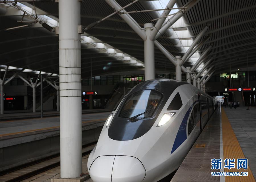 中国标准动车组首次载客运行
