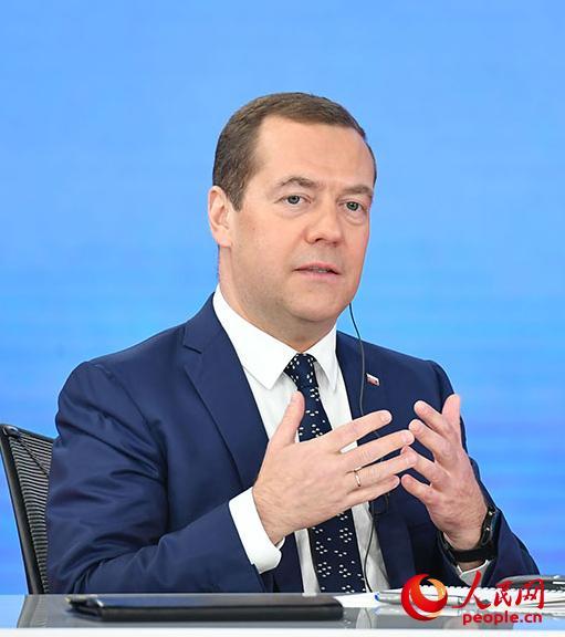 俄罗斯总理梅德韦杰夫向中国网友们问好