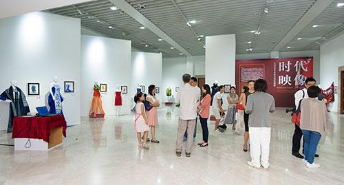 """""""时代映像——中国时装艺术精品展""""新加坡中国文化中心现场"""