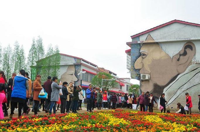 (社会)(4)湖南罗文村:洞庭风光遇上涂鸦文化