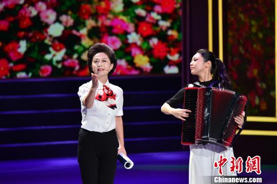 第五届中国诗歌节在屈原故乡湖北宜昌开幕