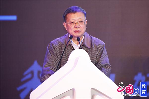 教育部第八届国家督学、教育部关心下一代工作委员会常务副主任傅国亮发言
