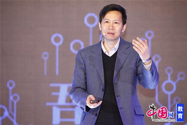 清华大学公益慈善研究院副院长、创新与社会责任研究中心主任邓国胜发言