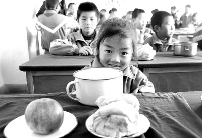 """农村娃,怎样""""吃""""出强壮的未来"""