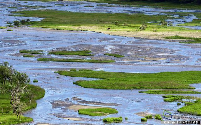 2017年7月7日,内蒙古赤峰市克什克腾旗乌兰布统草原上的河流