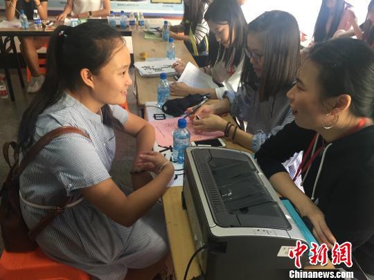 """浙江高校低龄新生""""扎堆""""学校称要关注心理成长"""