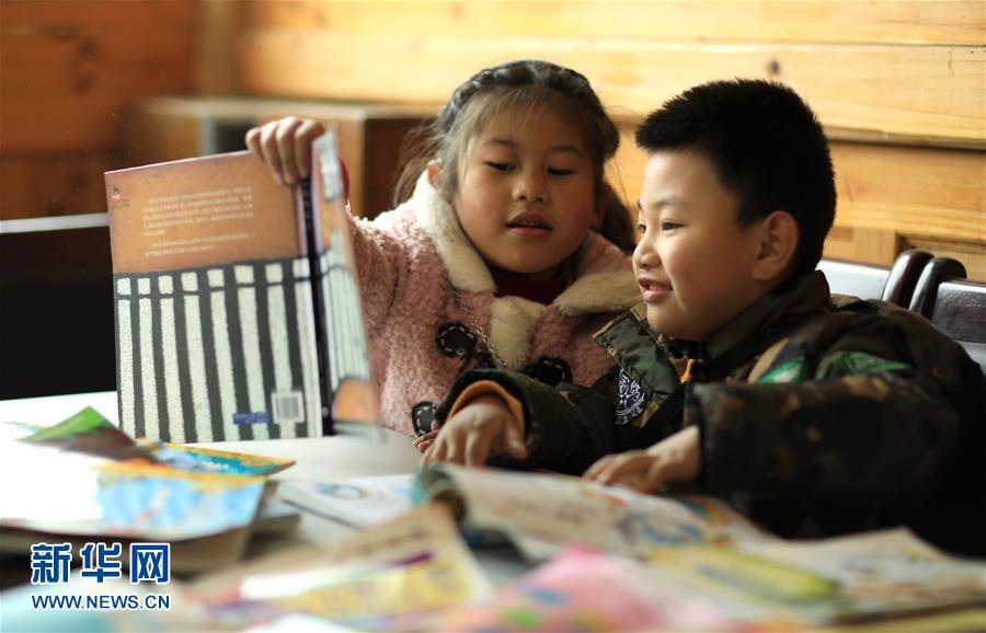 #(社会)(1)贵州丹寨:农家书屋度寒假
