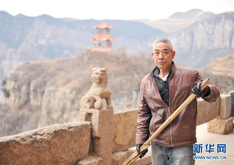"""(新华网)(1)他们传递爱与坚强——""""中国网事·感动2017""""年度网络人物群像"""