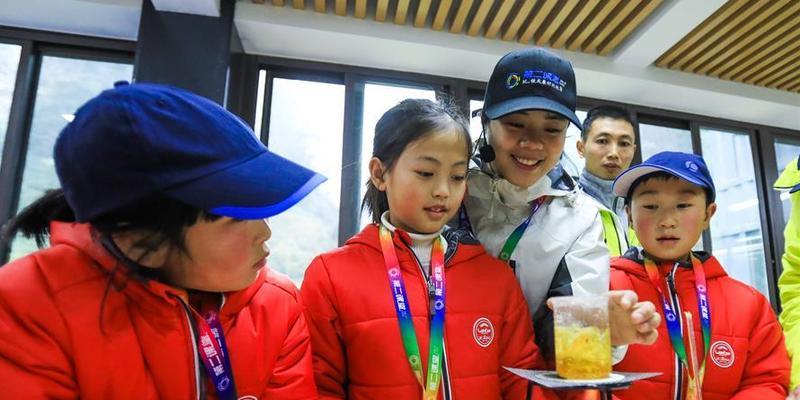 (教育)(1)重庆市深度贫困乡镇中小学生科技冬令营启动