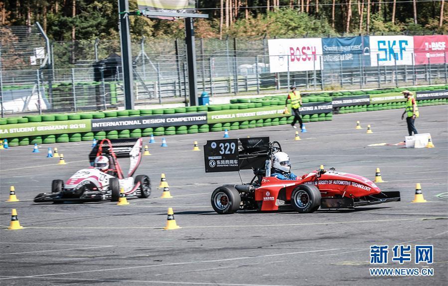 (体育·图文互动)(2)中国车队亮相德国大学生方程式赛车比赛