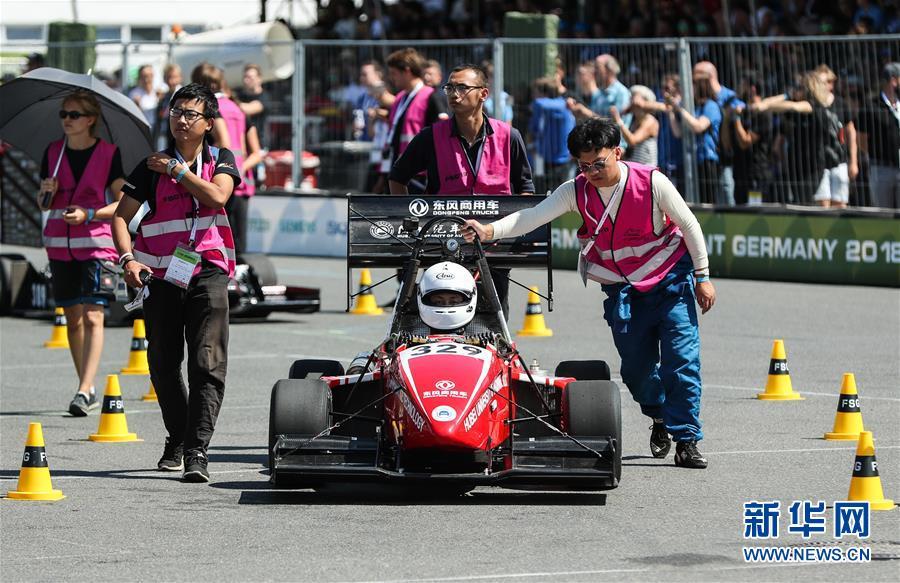 (体育·图文互动)(6)中国车队亮相德国大学生方程式赛车比赛