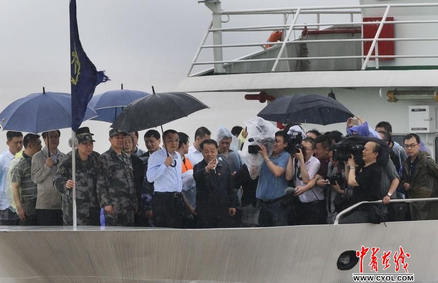 4260,李总理指挥冒雨救(原创) - 春风化雨 - 春风化雨的博客