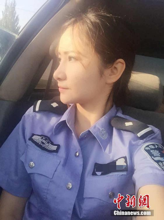 新疆维族美女特警生活照走红