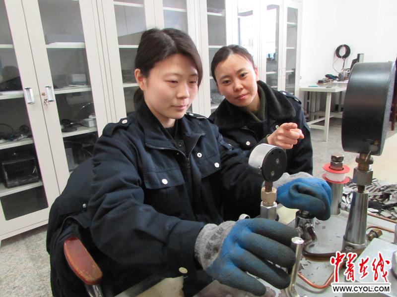"""济南铁路局青岛机务段女工撑起安全生产""""半边天"""""""