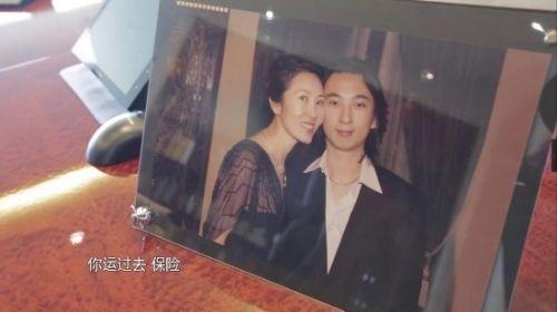 王健林办公室曝光 办公桌前摆王思聪照片 王健林:我对他也没辙[组图]
