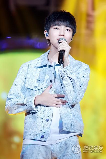 王俊凯17岁生日会 王源易烊千玺亲手为他做蛋糕_娱乐_腾讯网