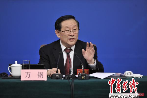 3月11日,十二届全国人大五次会议新闻中心举行记者会,科技部部长万钢回答记者提问。中国青年报·中青在线记者 李隽辉/摄