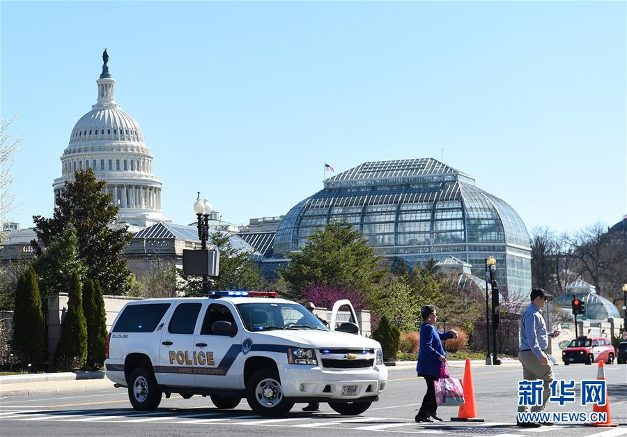 (国际)(1)美国华盛顿国会山附近一嫌疑人驾车袭警被捕