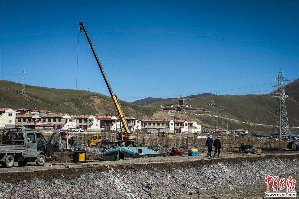 【砥砺奋进的五年】高原上在建的新房子