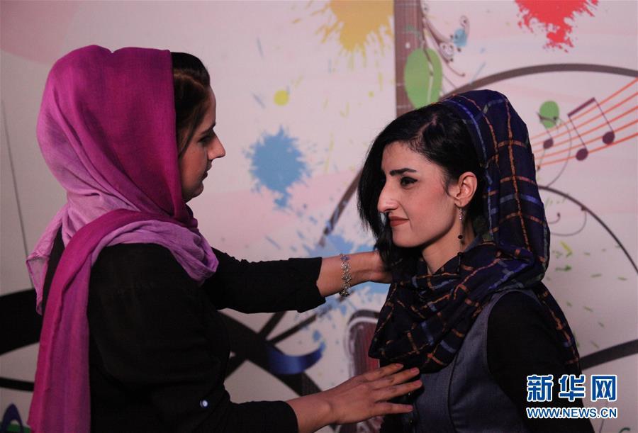 (国际·图文互动)(4)阿富汗首家女子电视台开播