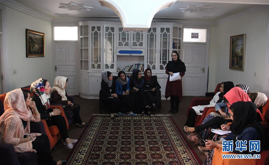 (国际·图文互动)(5)阿富汗首家女子电视台开播