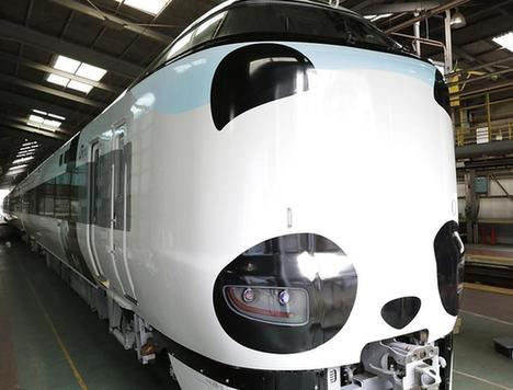 当地时间2017年7月29日,日本吹田,西日本铁路公司推出一款熊猫造型的列车,该列特快列车将在8月5日于京都与新宫之间运行。***_***West Japan Railway Co. unveils a special train decorated inside and out with panda motifs in Suita, Osaka Prefecture, in western Japan, on July 29, 2017. The limited express train is set to run between Kyoto and Shingu, Wakayama Prefecture, via Osaka from Aug. 5. (Kyodo) ==Kyodo (Photo by Kyodo News via Getty Images)