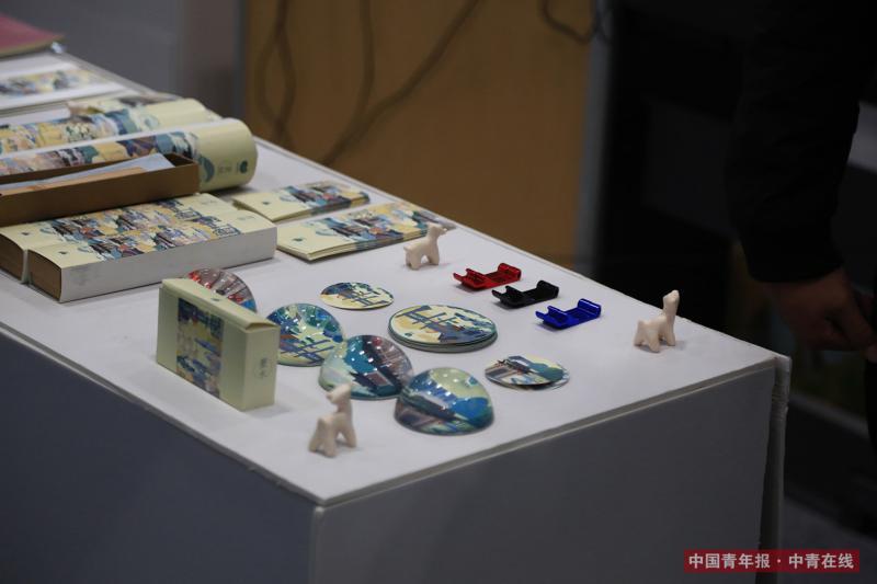 12月9日,展台上的展品。中国青年报·中青在线记者 赵迪/摄(编辑:李峥苨)