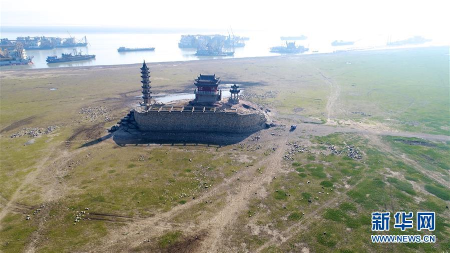 """(生态)(1)鄱阳湖进入枯水期 展现""""骨感之美"""""""