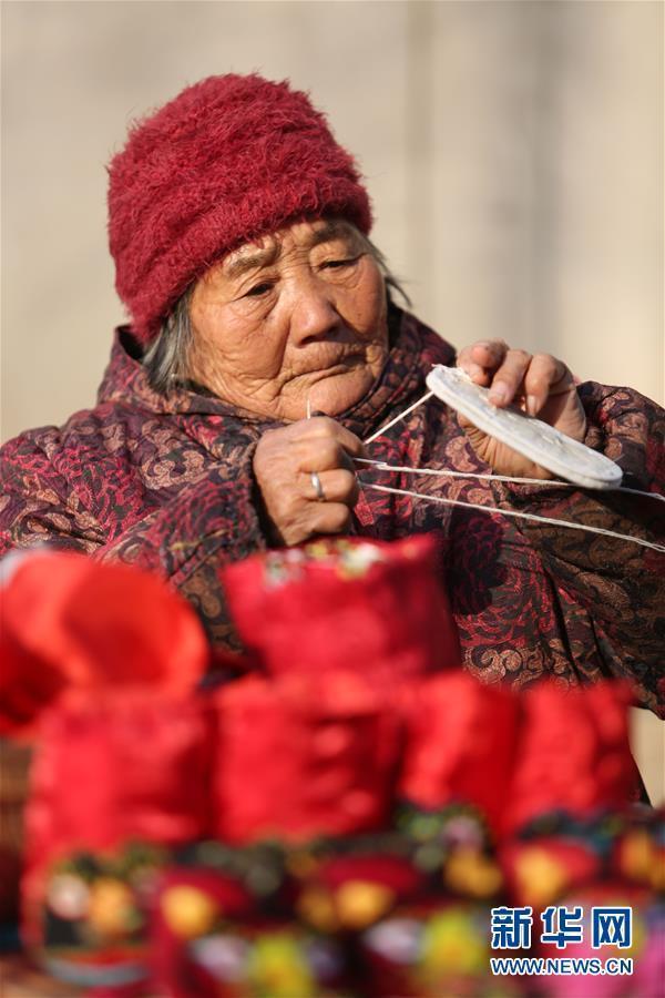 """#(社会)(3)老手艺缝出""""小虎头"""""""