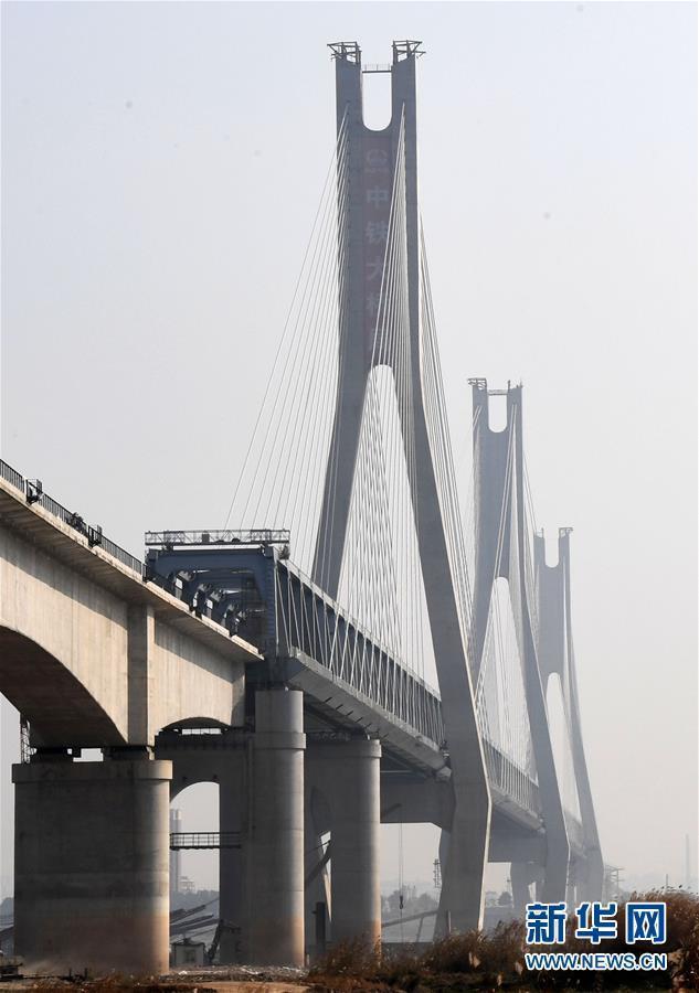 (经济)(2)蒙华铁路洞庭湖特大桥主桥工程进入收尾阶段