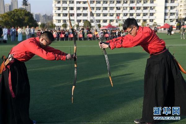 (社会)(3)安徽:大学生展现射礼文化
