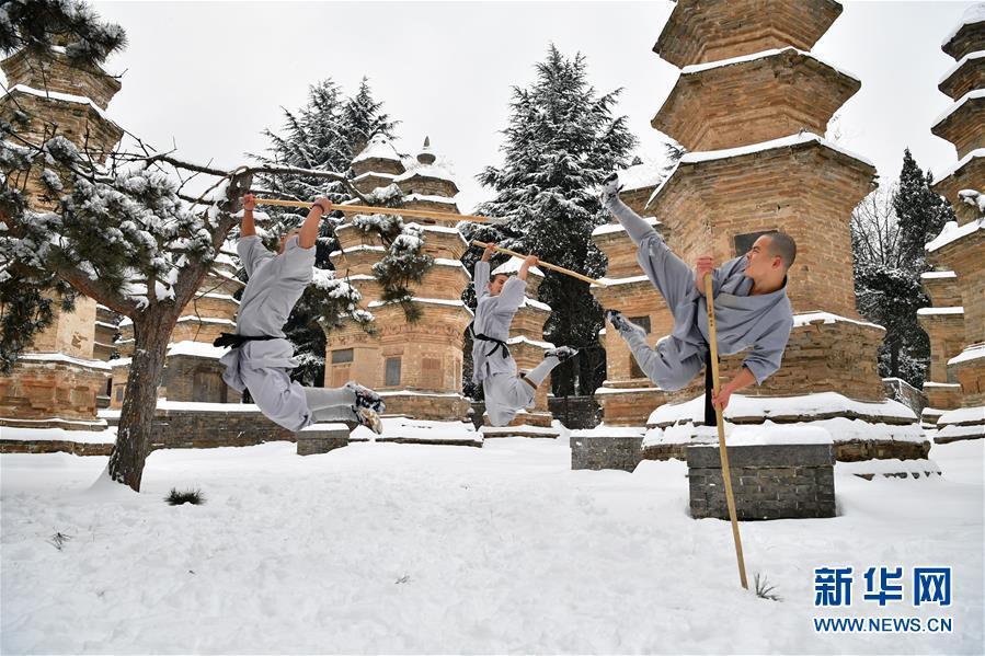 (文化)(3)少林寺武僧雪中展绝技