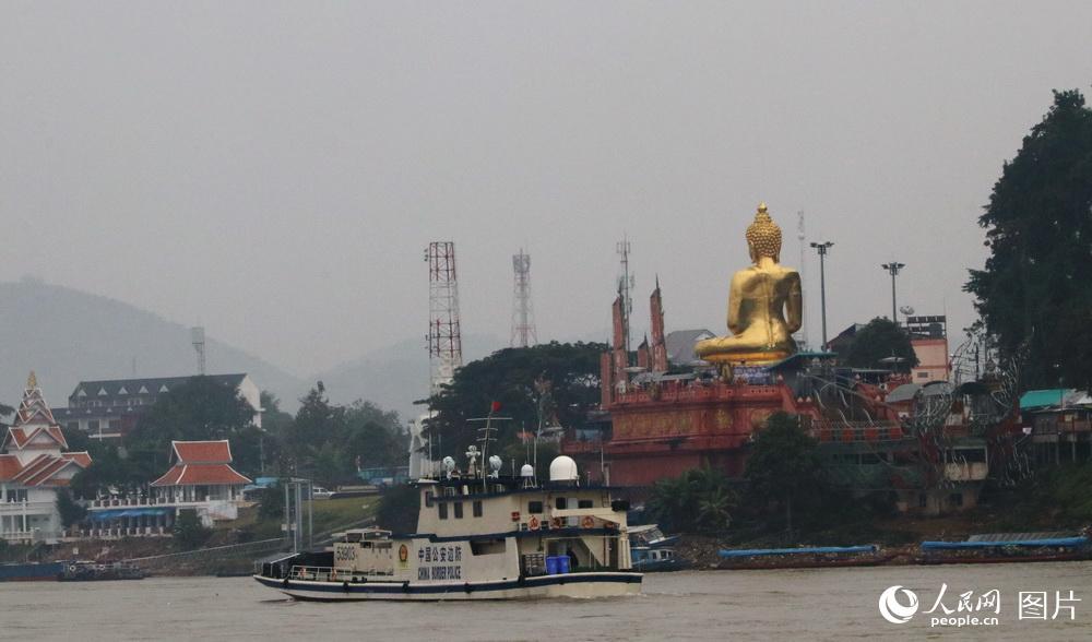 图24 联巡编队转弯折返处,老挝金木棉港的对面是泰国的清盛港。目前,云南已开展乘船至金三角的旅游。