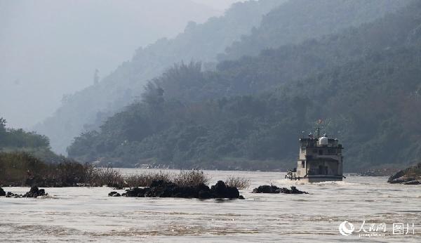 图3 联巡的湄公河航道由中国云南关累港到老缅泰3国河上交界处,航道蜿蜒,水流湍急,浅滩暗布。