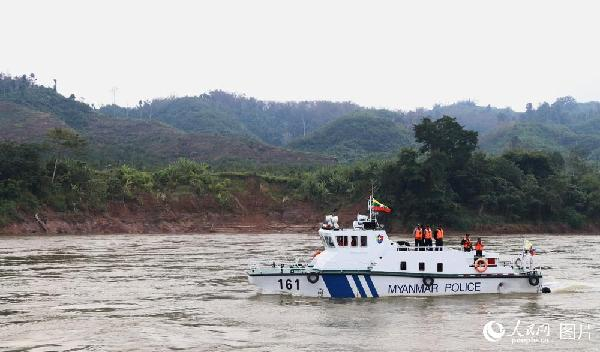 图19 联巡编队中的缅甸巡逻艇。