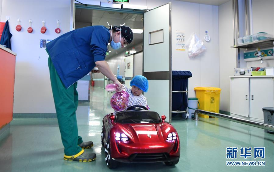 """(社会)(3)""""开着汽车""""进手术室"""