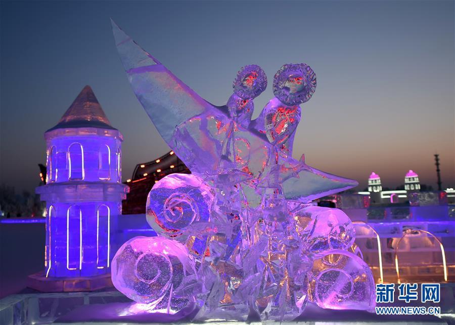 """(文化)(1)""""炫彩""""冰雕闪耀冰雪世界"""