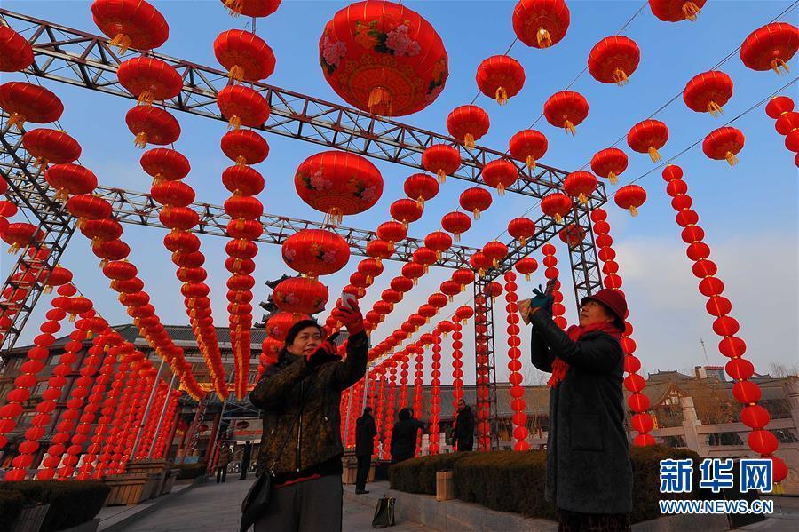 #(社会)(1)红灯高挂迎新春