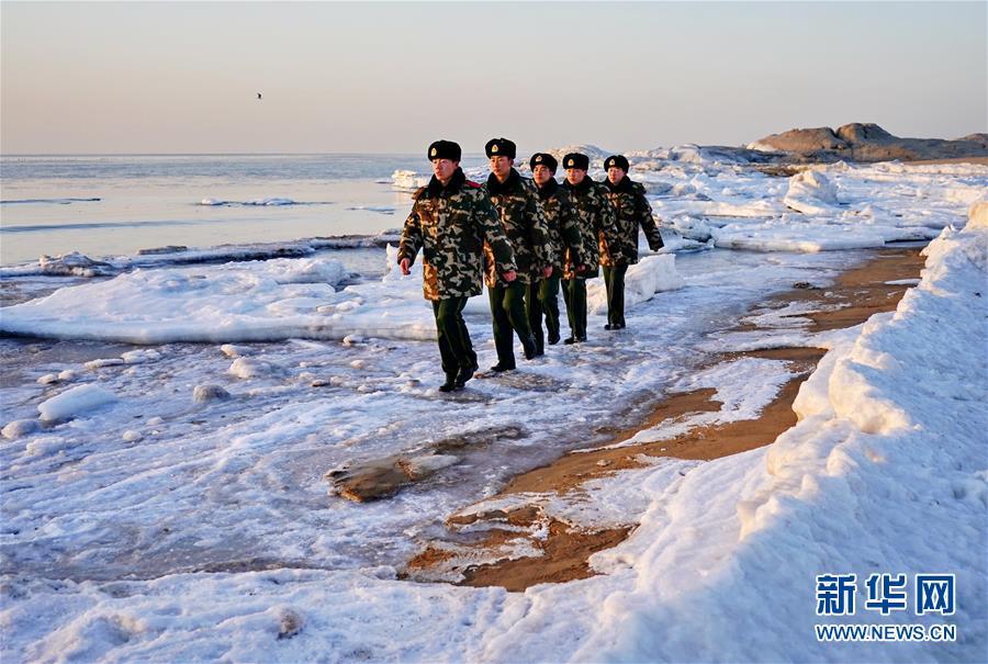 (社会)(1)踏冰巡防保平安
