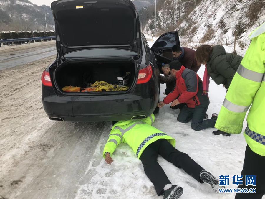 (新华全媒头条)(4)雨雪冰冻中,他们奋力前行——基层党员干群抗击冰雪灾害纪实