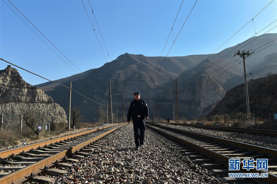 (图片故事)(1)深山小站的守护者