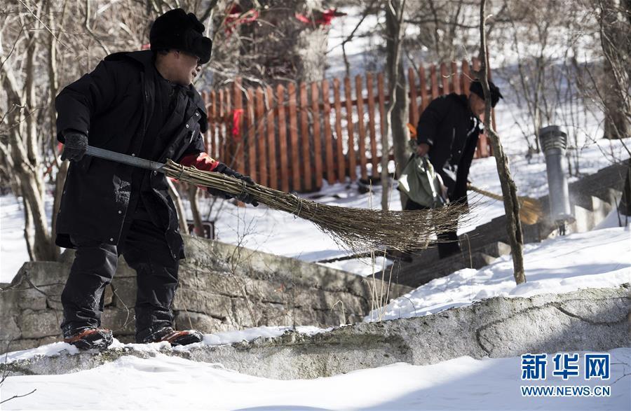 (社会)(6)华山天险扫雪人