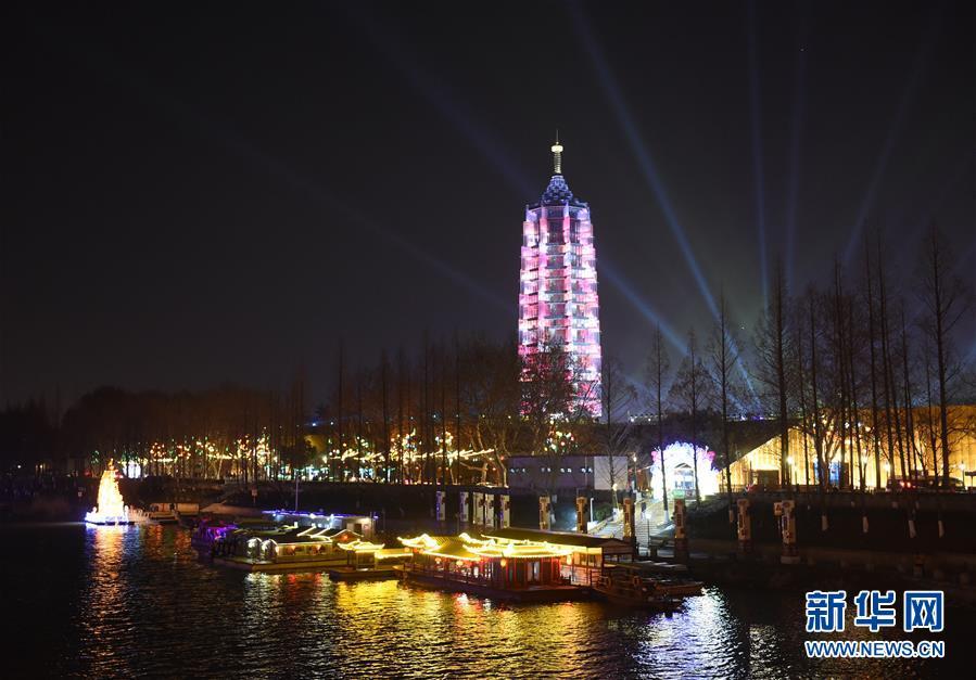(社会)(2)南京:秦淮灯会亮灯