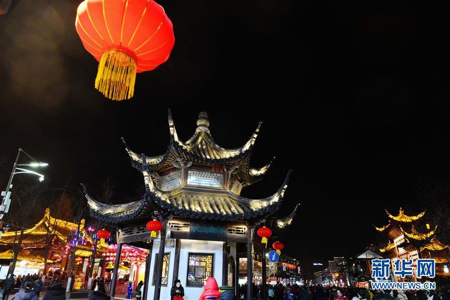#(社会)(7)南京秦淮灯会璀璨亮灯