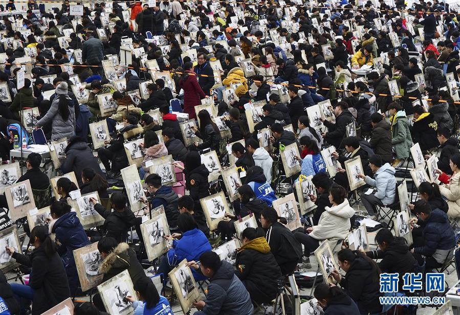 #(教育)(1)山东济南:艺考开考 考生同场竞技