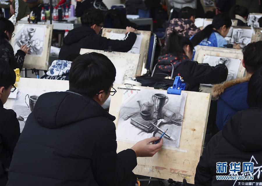 #(教育)(2)山东济南:艺考开考 考生同场竞技