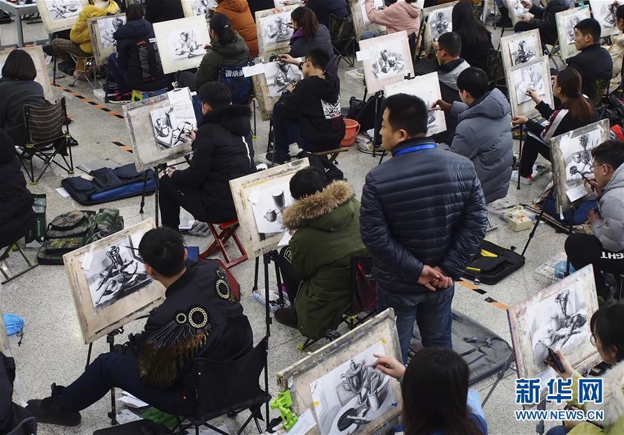 #(教育)(4)山东济南:艺考开考 考生同场竞技
